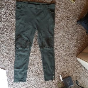 3XL Army Green Cropped ankles with zippers
